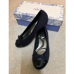 NWT Never Worn Abella's Navy Flats Size 6.5